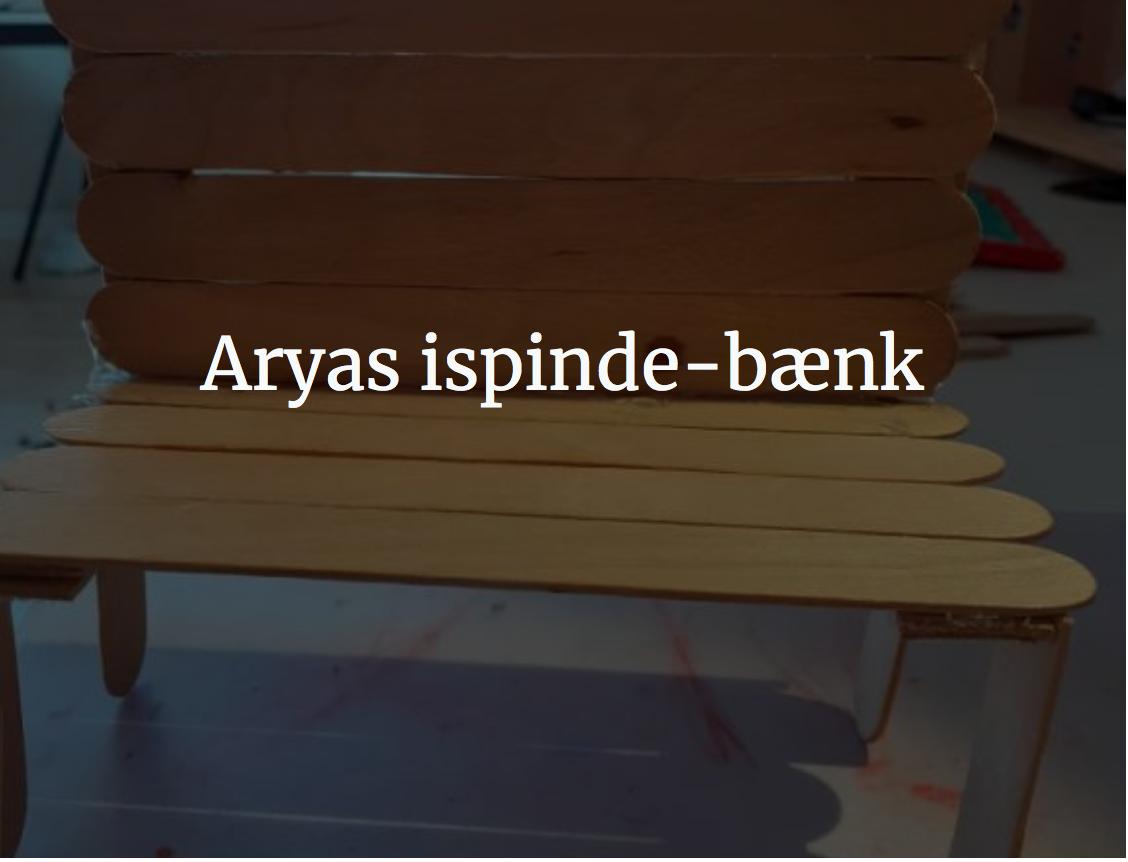 Arya bygger en bænk af ispinde